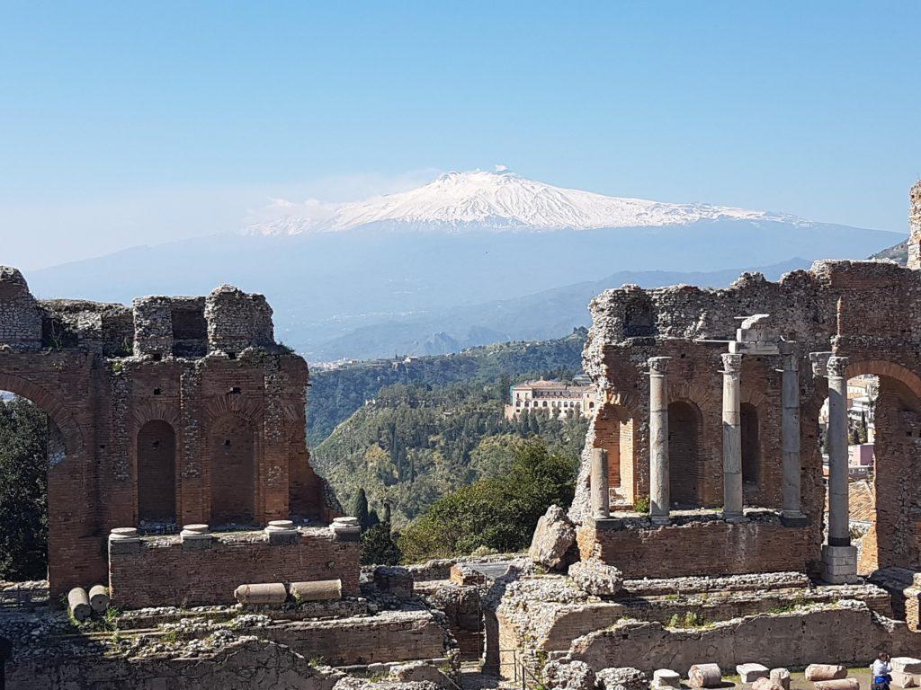 Sicily_Taormina_Amphiteater_Etna-scaled